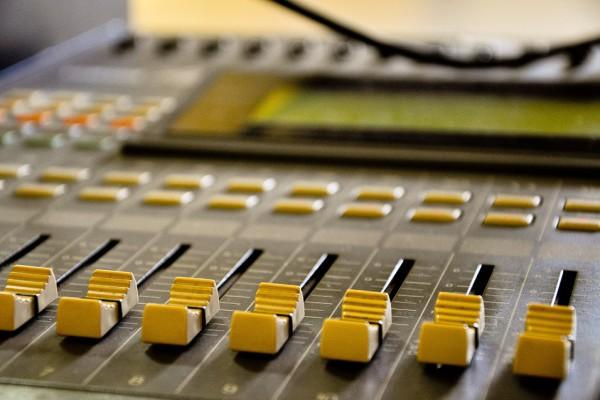 radio-641659_960_720