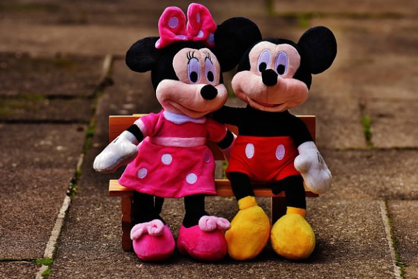 mickey-mouse-1776687_640