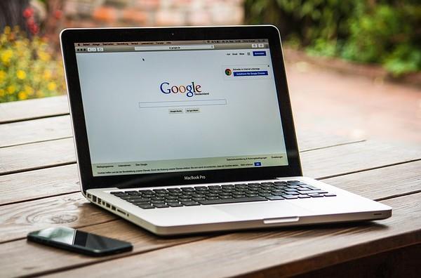Google semble faire des efforts pour limiter la «désinformation»
