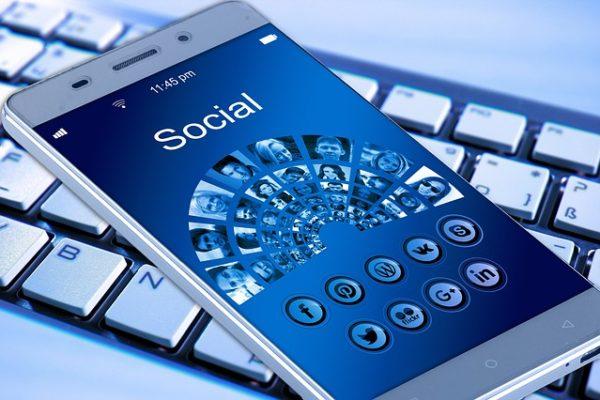 La France prône une responsabilisation des réseaux sociaux