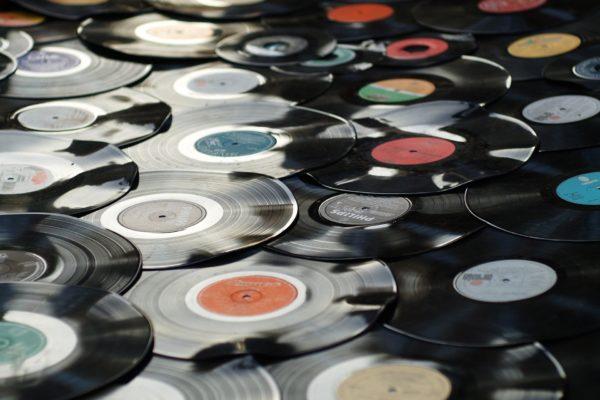 Contrefaçon d'œuvre musicale : Aïcha jugée non contrefaisante en raison du caractère fortuit des ressemblances